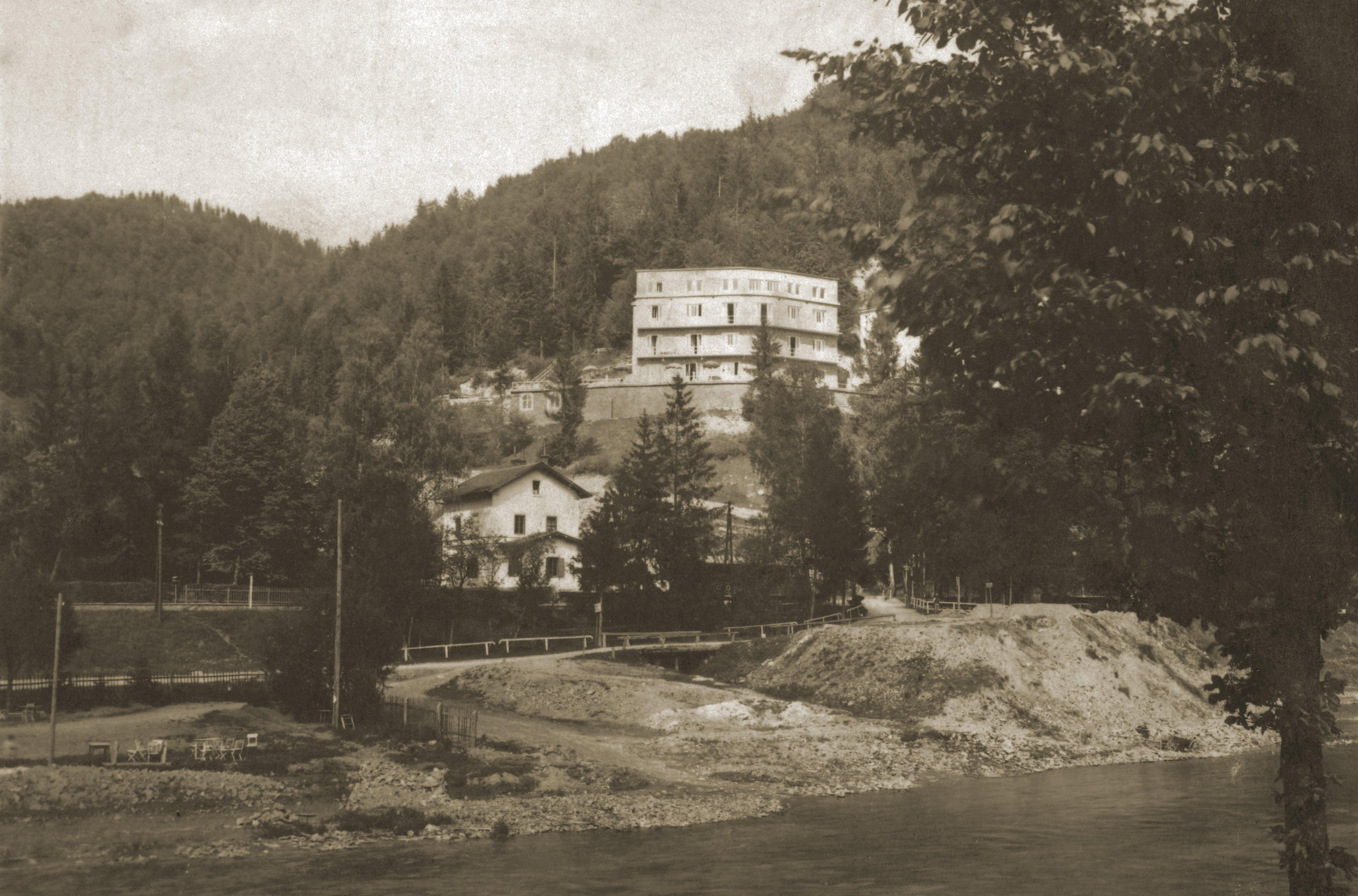 Żegiestów-Zdrój Zamek, Stacja Kolejowa